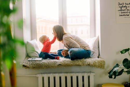 bebek ve anne konuşuyor